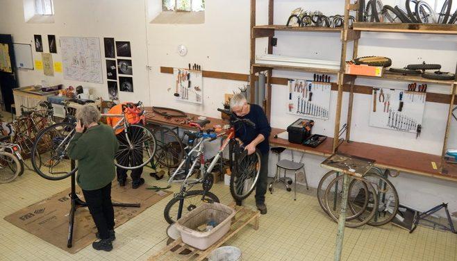 Nos bénévoles sont la pour vous aider et vous guider dans la remise en état de votre vélo